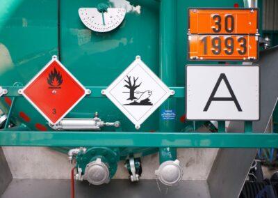 Fachgerechte Flüssigkeitsentsorgung mit unseren Saug- und Spülfahrzeugen