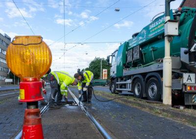 Gleissenkenreinigung mit unseren Saug- und Spülfahrzeugen